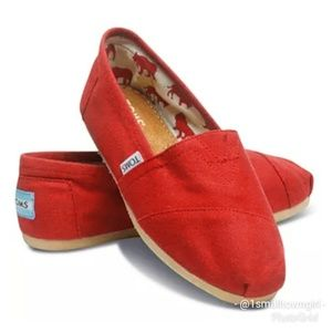 Tom's red fabric flats 7